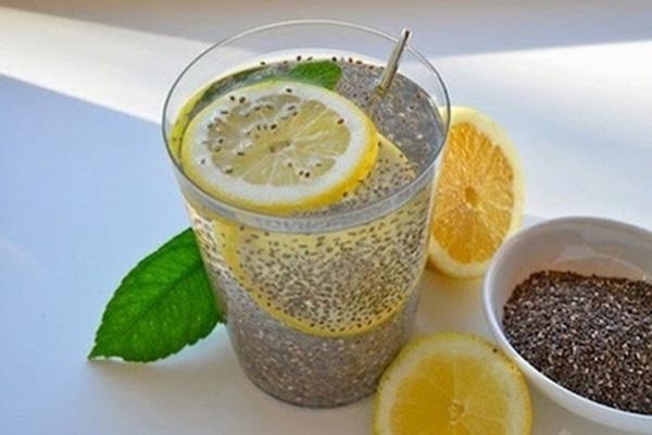 pha chế thức uống với hạt chia
