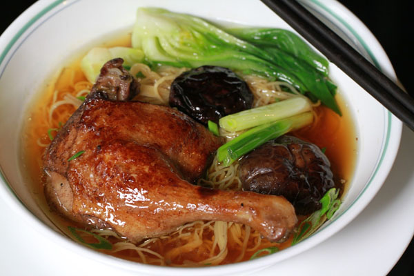 Cách nấu mì vịt tiềm ngon chuẩn vị Hoa như ngoài hàng