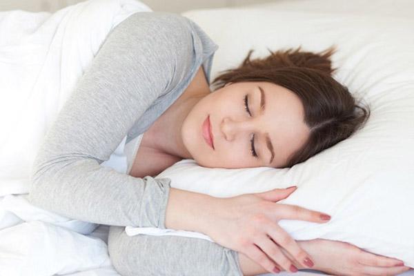 chuối xanh giúp ngủ ngon
