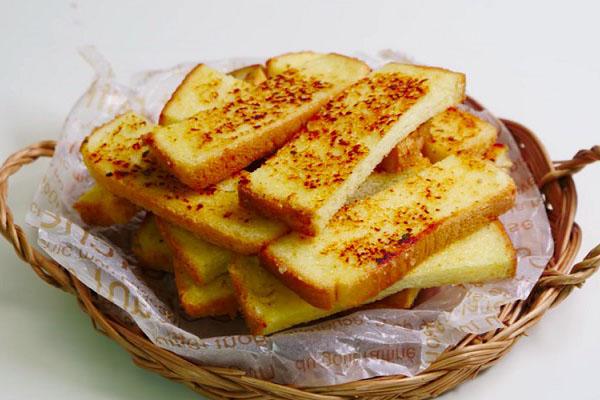làm đồ ăn sáng từ bánh mì