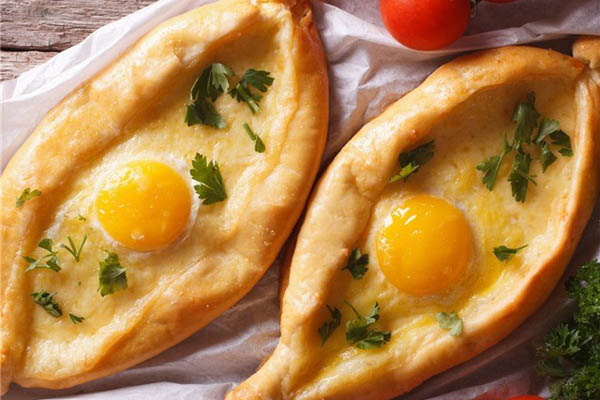 bữa sáng với bánh mì vá trứng