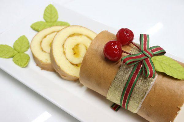 Cách làm bánh bông lan cuộn ngon tại nhà