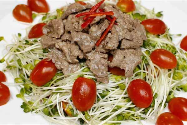 món rau cải mầm trộn thịt bò