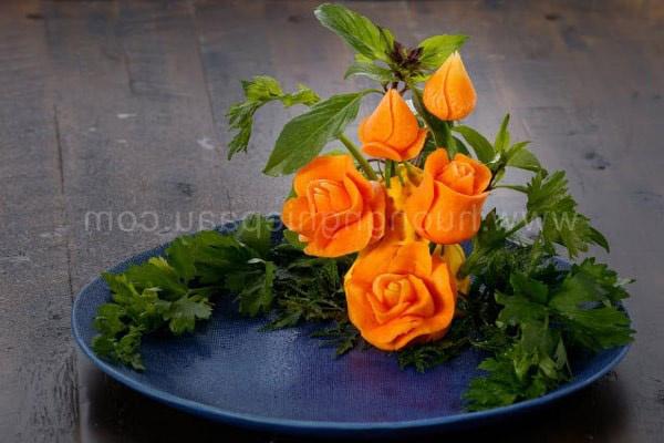 hoa hồng cắt tỉa từ cà rốt