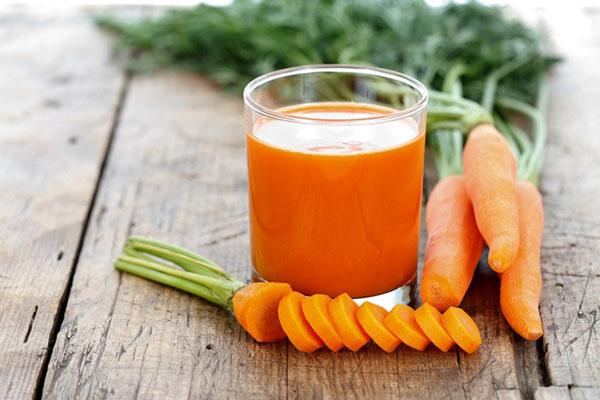 uống nước ép cà rốt