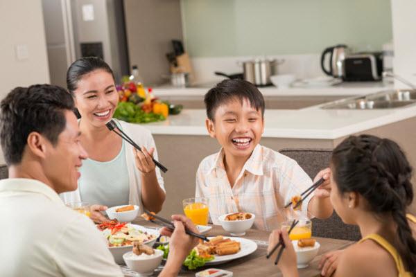 bàn ăn là nơi xây dựng tình cảm