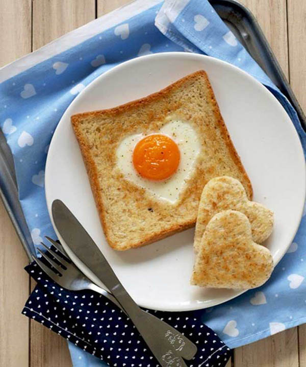 ăn sáng với bánh sandwich
