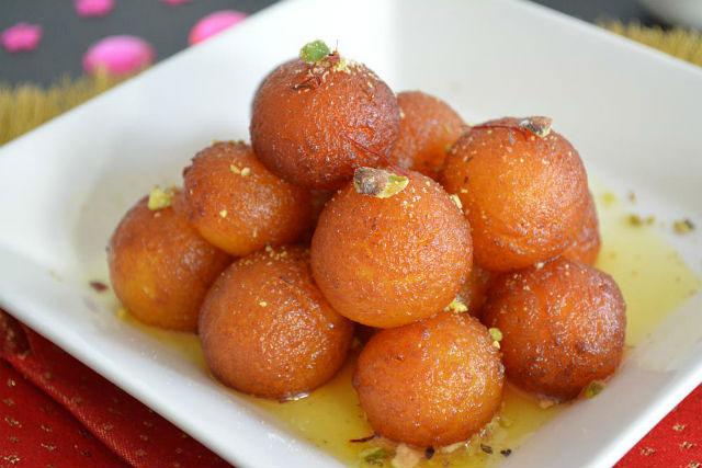 Bánh sữa trứng Gulab Jamun