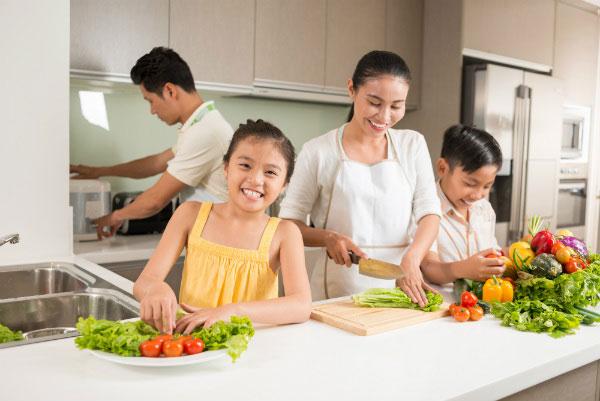 bữa cơm gia đình ngày cuối tuần