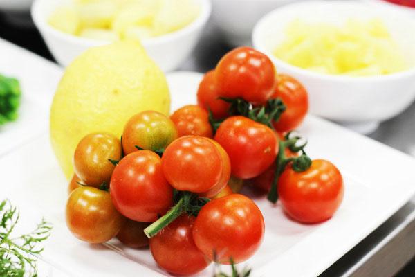 cà chua là kem chống nắng cho làn da