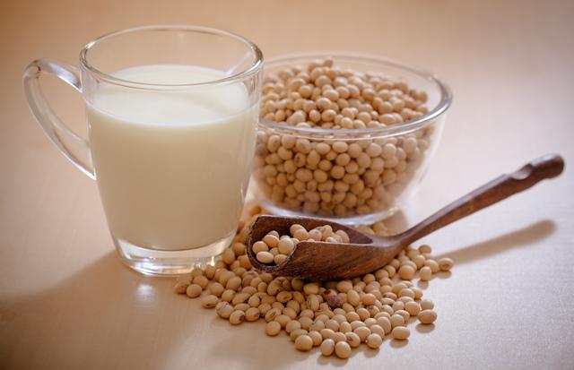 Cách làm sữa đậu nành thơm ngon nguyên chất