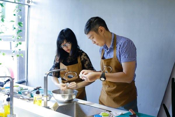 hình ảnh người phụ nữ nấu ăn ngon