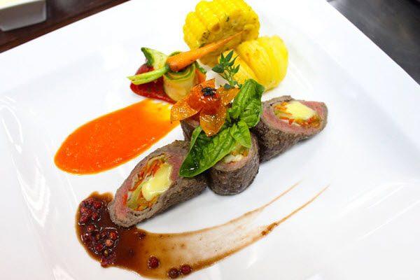 hình bò cuộn phô mai sốt nấm hương