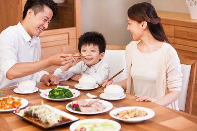 hình bữa cơm gia đình hạnh phúc