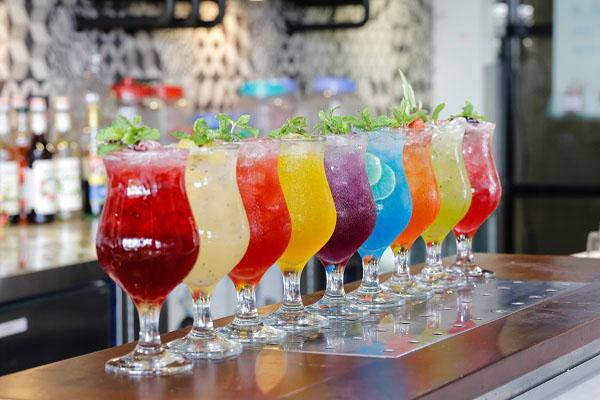 hình ly nước sắc màu