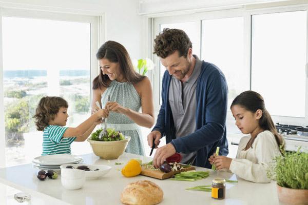 Khác biệt giữa bữa ăn gia đình người việt với nước ngoài