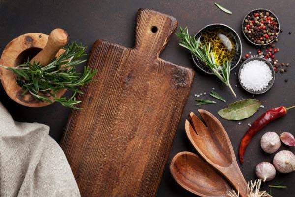 Những dụng cụ nhà bếp có hạn sử dụng là bao lâu?