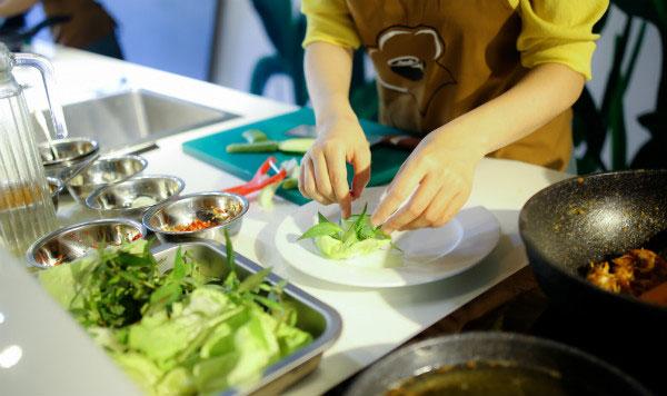 học nấu ăn trước khi về nhà chồng