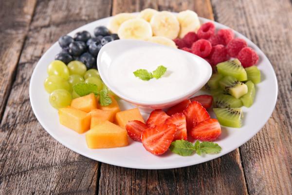làm sữa chua trái cây cho ngày 8 3