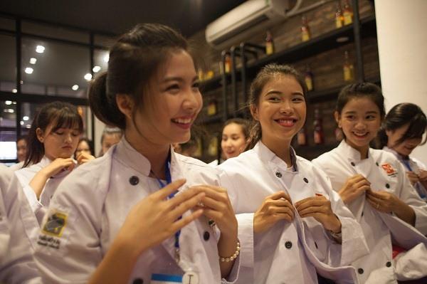 Nụ cười thể hiện sự hào hứng của các Miss Áo Dài