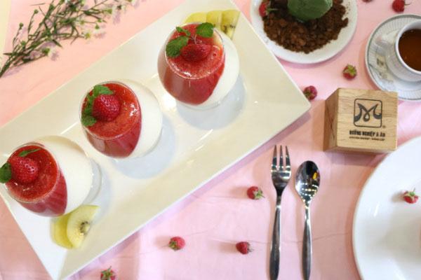 pannat cotta dâu tây siêu hấp dẫn