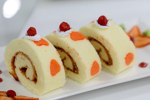 Bánh rollcake hương dâu