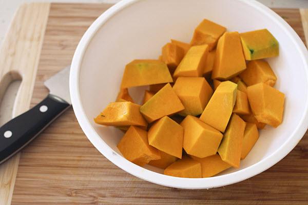 cách cắt bí đỏ nấu súp
