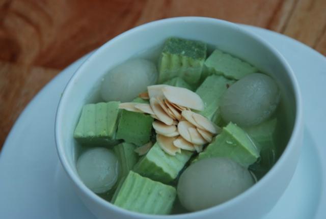 chè khúc bạch trà xanh
