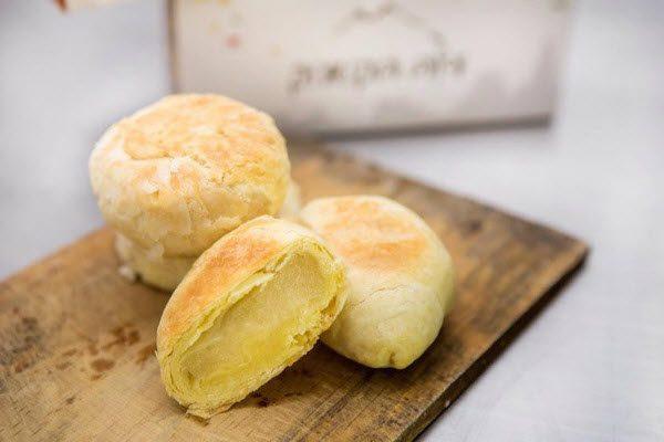Hình bánh pía
