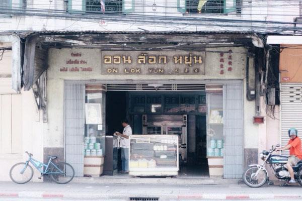 Đi Thái Lan, đừng bỏ qua quán ăn có hơn 80 năm tuổi đời này