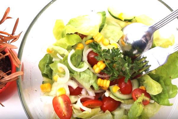 hình salad trộn dầu giấm