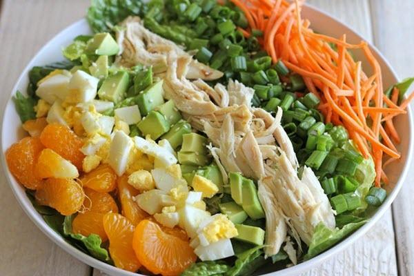 hình salad trộn thịt gà xé