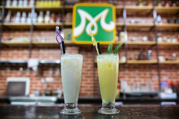 hình sữa đậu nành và sữa bắp