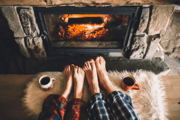 Hình tách cafe bên bếp lửa