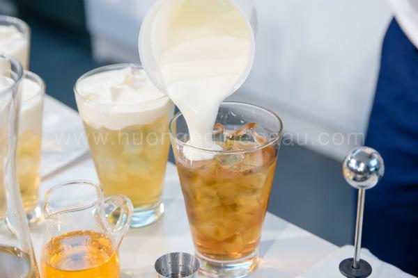 hình thức uống milk foam