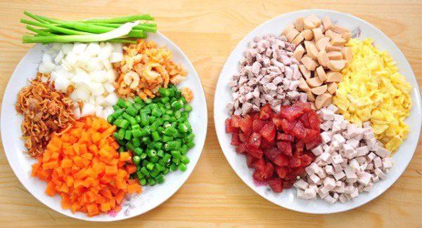 Nguyên liệu làm món cơm chiên Dương Châu