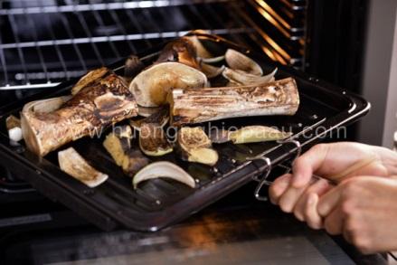 nướng xương ống nấu phở bò