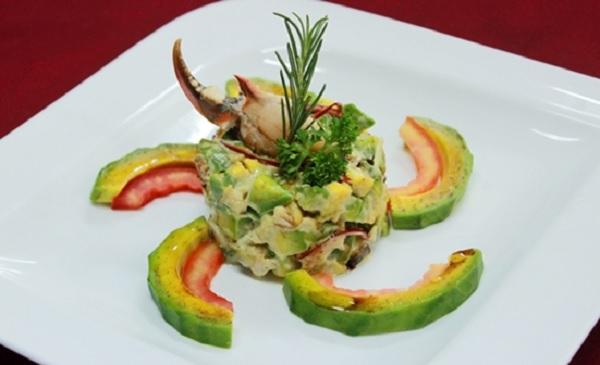 Salad bơ và thịt cua tươi mát