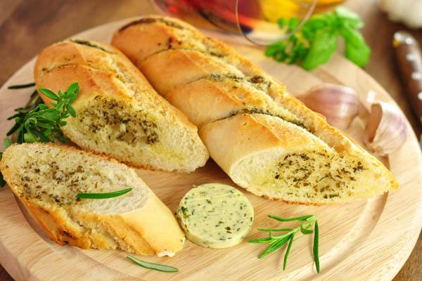 lát bánh mì bơ tỏi