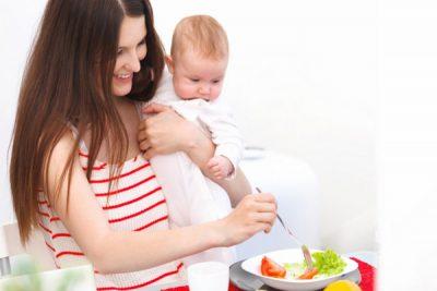 phụ nữ sau khi sinh ăn gì