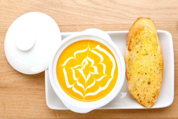 Món súp bí đỏ kem tươi
