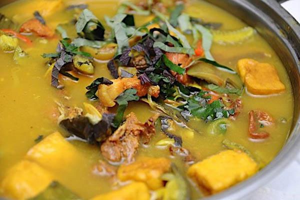 lẩu ếch nấu chuối đậu